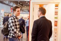 Jens Mantke im Dialog mit einem Jugendlichen