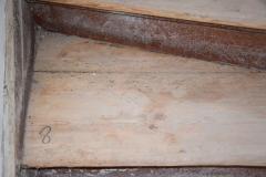 Durch Holzfraß zerstörte Treppenstufen