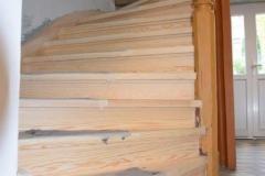Einsetzen neuer Treppenstufen nach einem Wurmfraß
