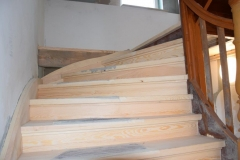 Einbau neuer Treppenstufen